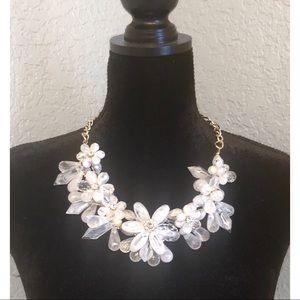NWT. Natasha White Chunky Floral Necklace